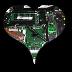 Ein Ausschnitt der Hauptplatine eines Laptops in Herzform.