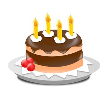 Kuchen mit vier Kerzen.
