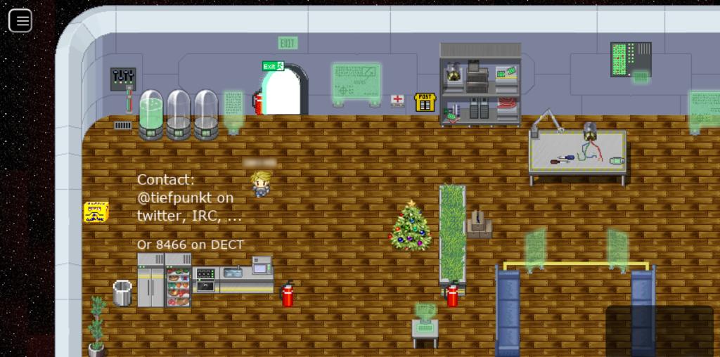 """Screenshot eines Raums des """"Munich Maker Labs"""", in dem sich technische Gerätschaften, aber auch Pflanzen, eine Küchenzeile und ein Sitzbereich befinden."""