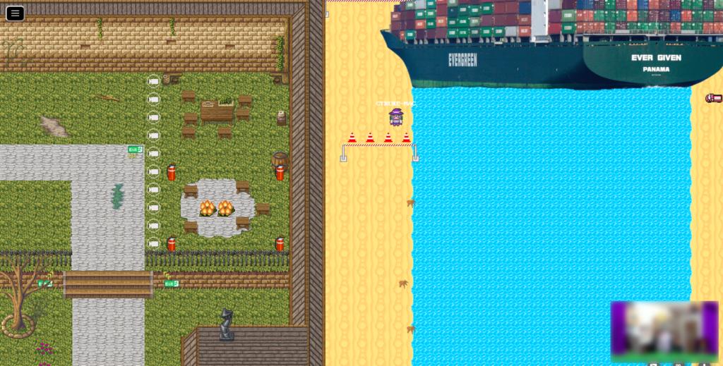 """Screenshot, der auf der linken Seite eine Wiese mit Holzbänken und -tischen und einer Feuerstelle zeigt, welche von einer Mauer umrundet sind. Auf der rechten Seite befindet sich ein Fluss mit Sandstränden, wobei am oberen Bildrand die """"Ever Given"""" den Fluss komplett blockiert."""